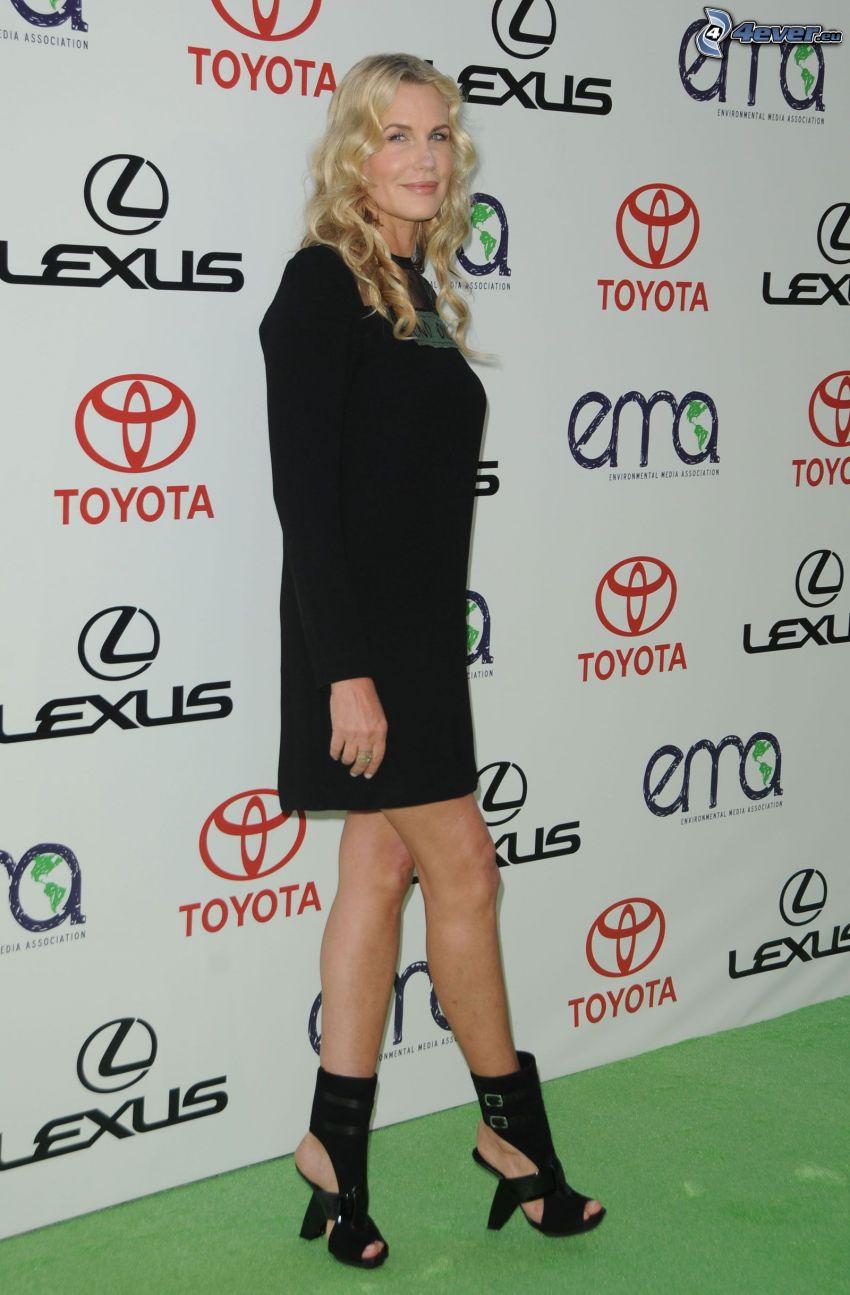 Daryl Hannah, vestido negro