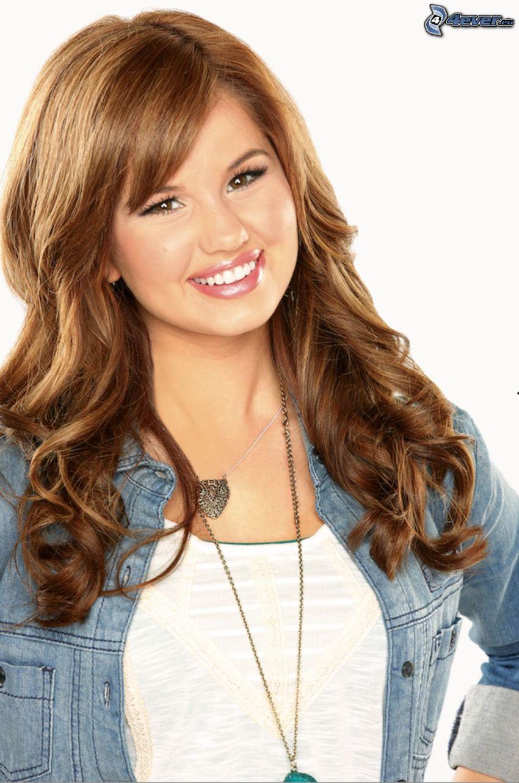 Debby Ryan, sonrisa, collar