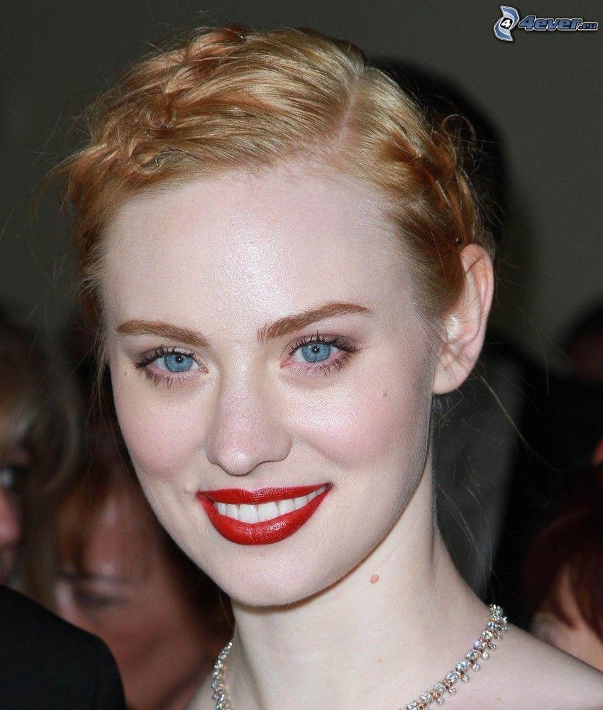 Deborah Ann, labios rojos, sonrisa