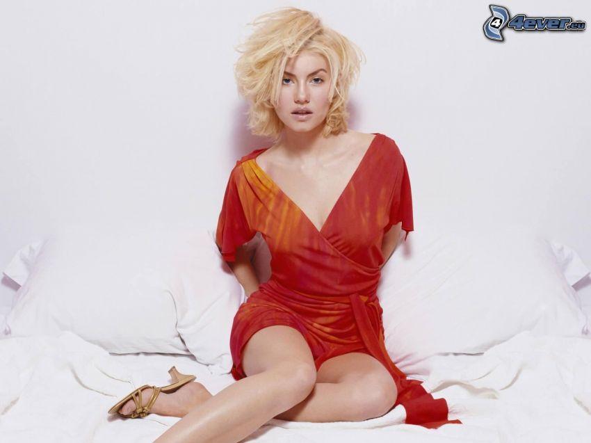 Elisha Cuthbert, vestido rojo