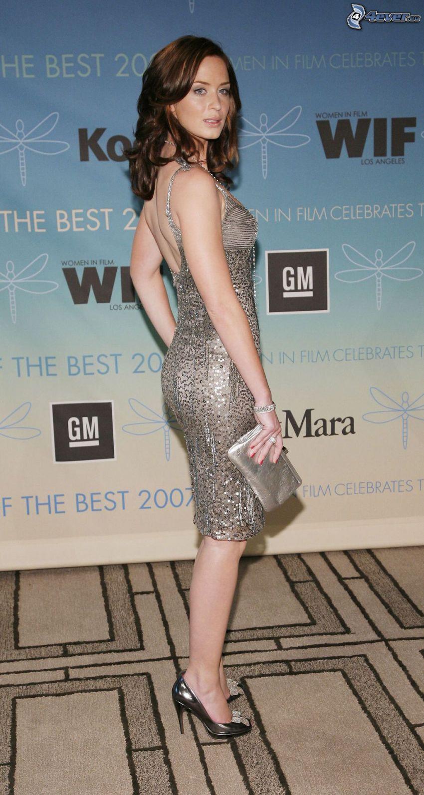 Emily Blunt, vestido de lentejuelas, la ropa gris