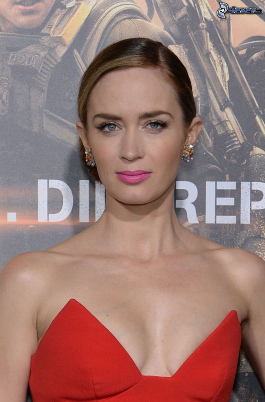 Emily Blunt, vestido rojo