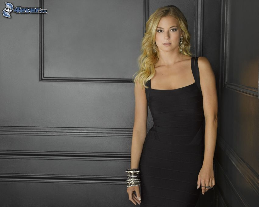 Emily VanCamp, vestido negro