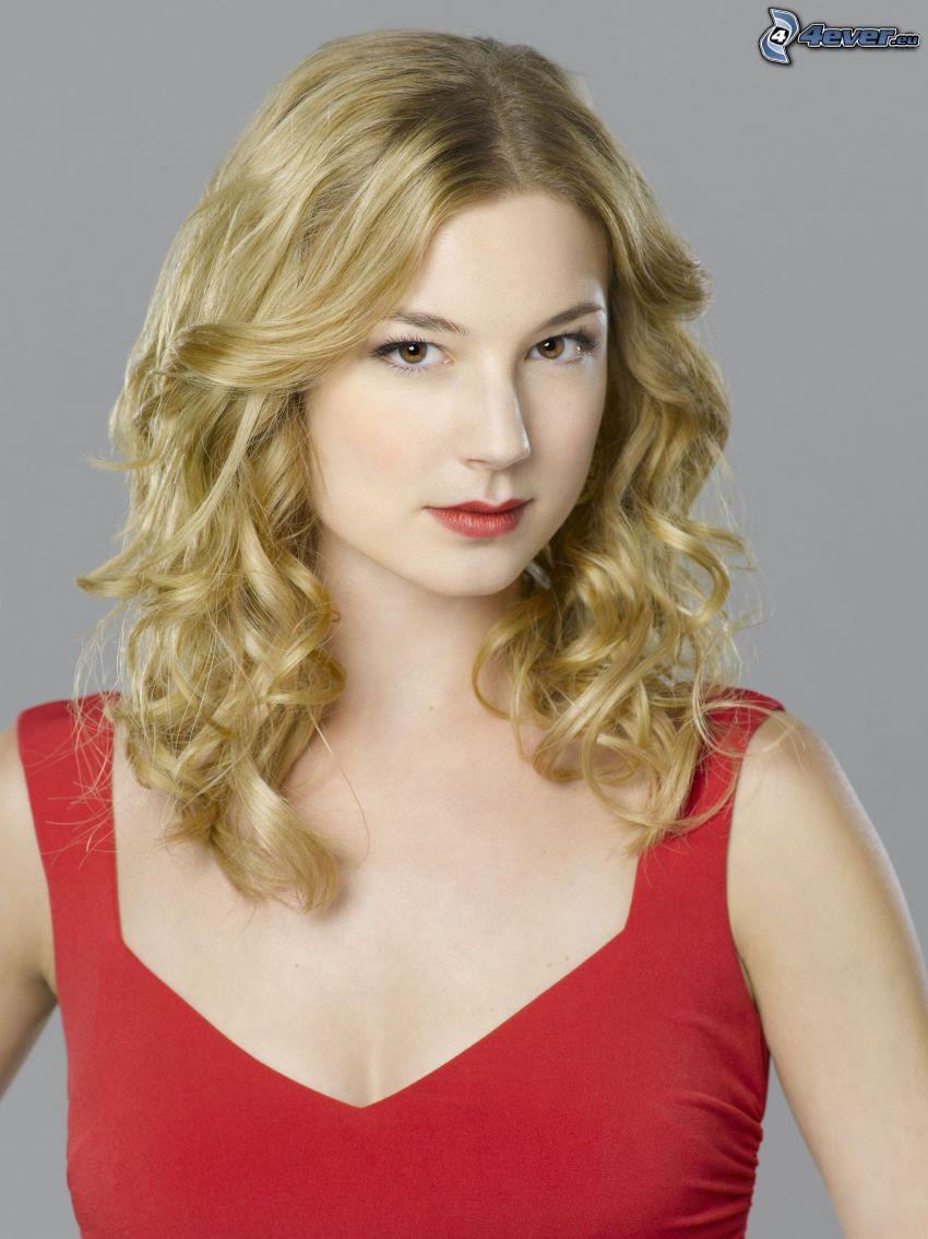 Emily VanCamp, vestido rojo