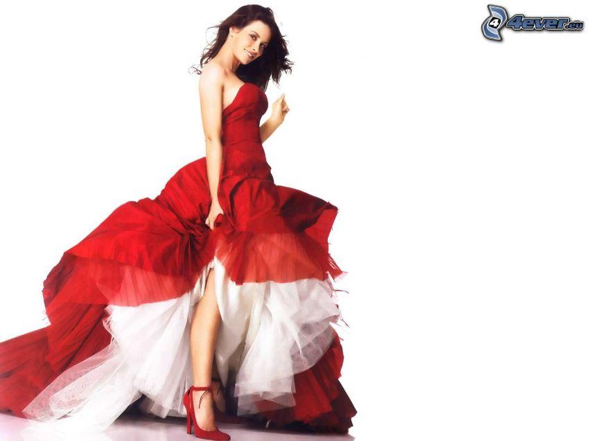 Evangeline Lilly, vestido rojo