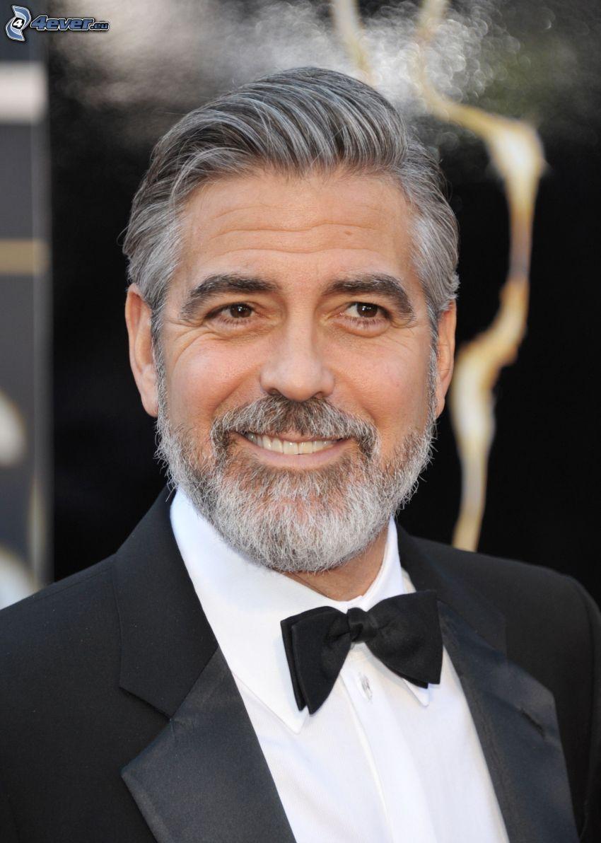 George Clooney, hombre en traje, corbata de lazo, sonrisa, bigote