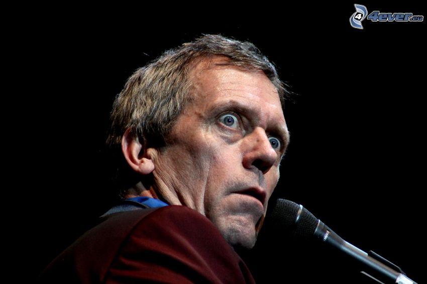 Hugh Laurie, sorpresa, micrófono