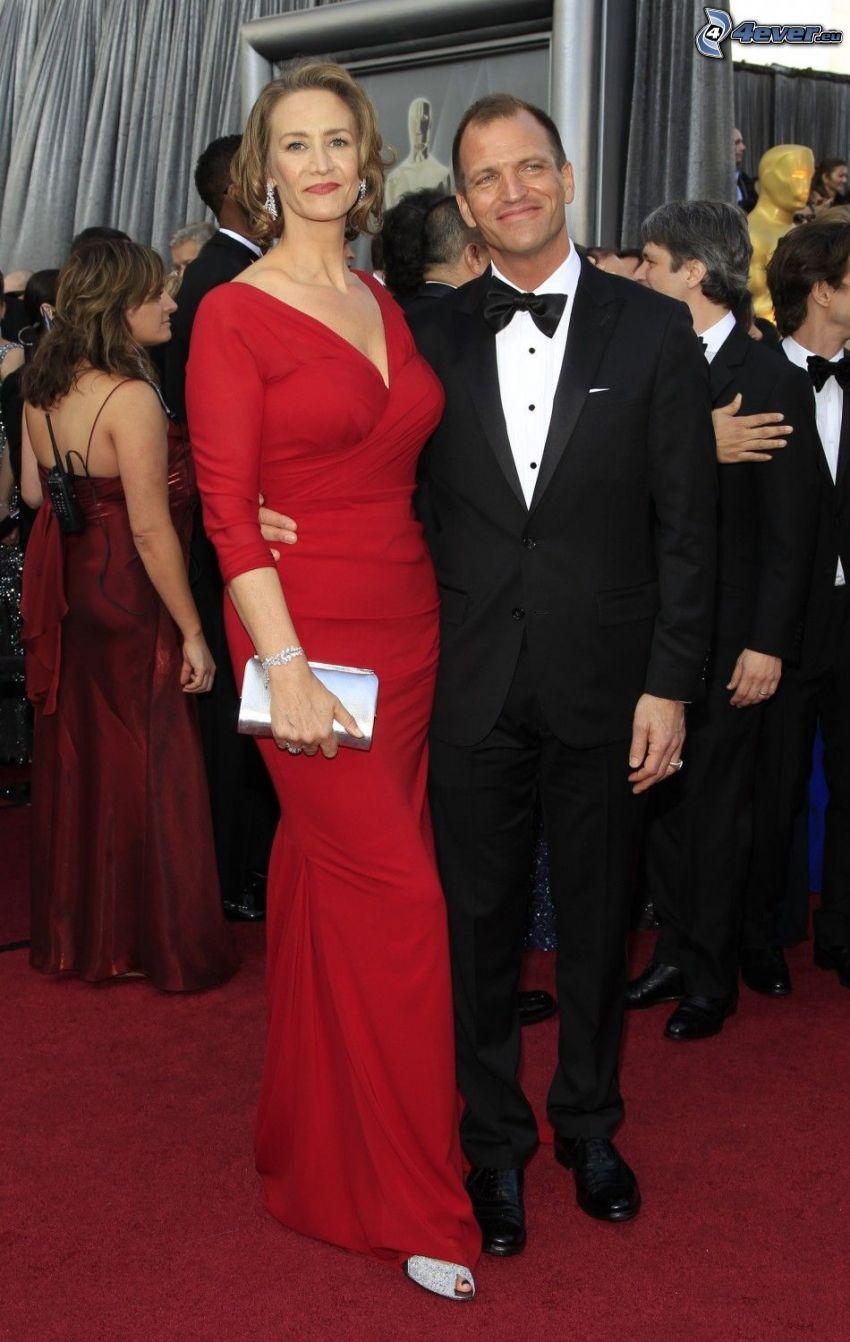 Janet McTeer, vestido rojo, pareja