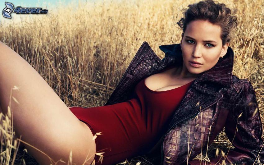 Jennifer Lawrence, chica en el campo