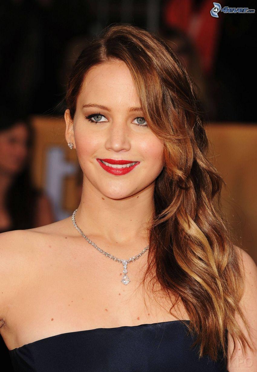 Jennifer Lawrence, sonrisa, mirada, labios rojos