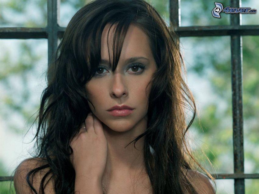 Jennifer Love Hewitt, bares