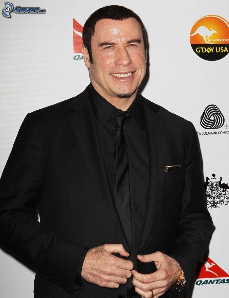 John Travolta, hombre en traje, sonrisa