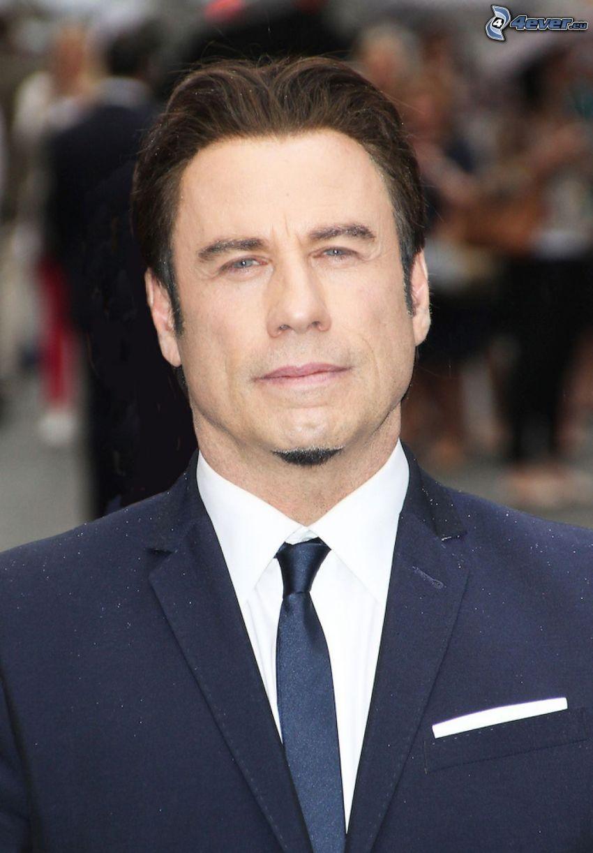 John Travolta, hombre en traje