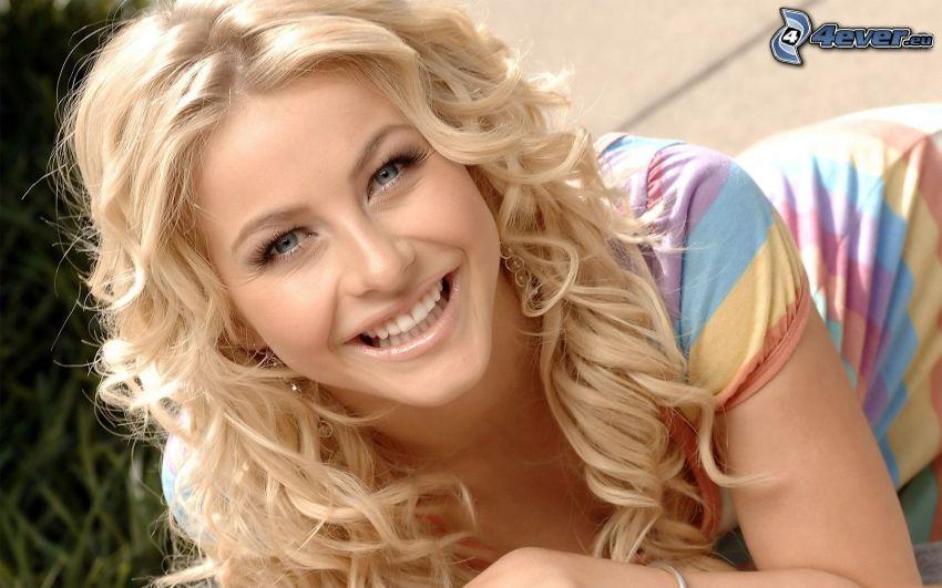 Julianne Hough, sonrisa