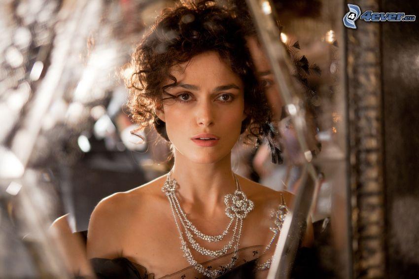 Keira Knightley, collar