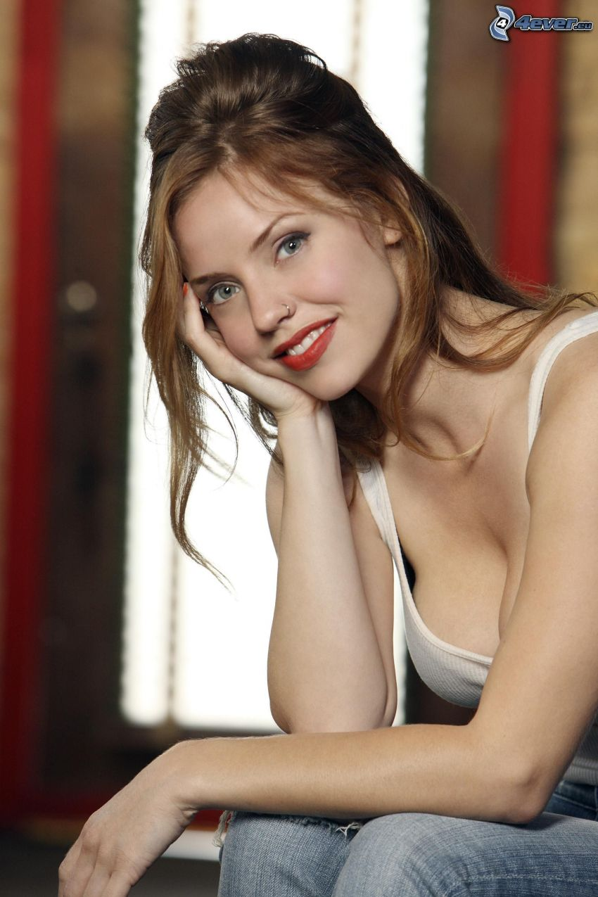 Kelli Garner, labios rojos, sonrisa