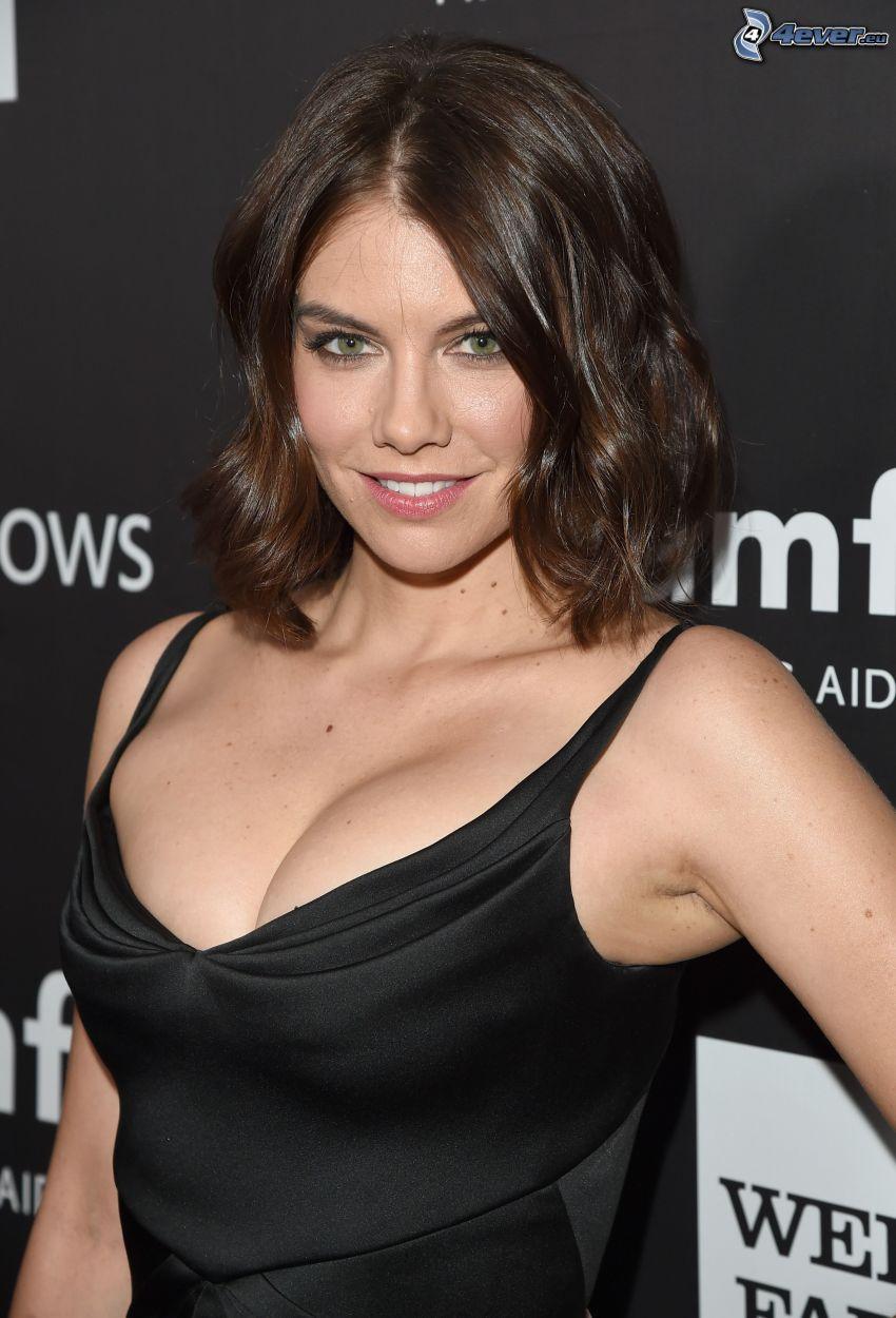 Lauren Cohan, vestido negro