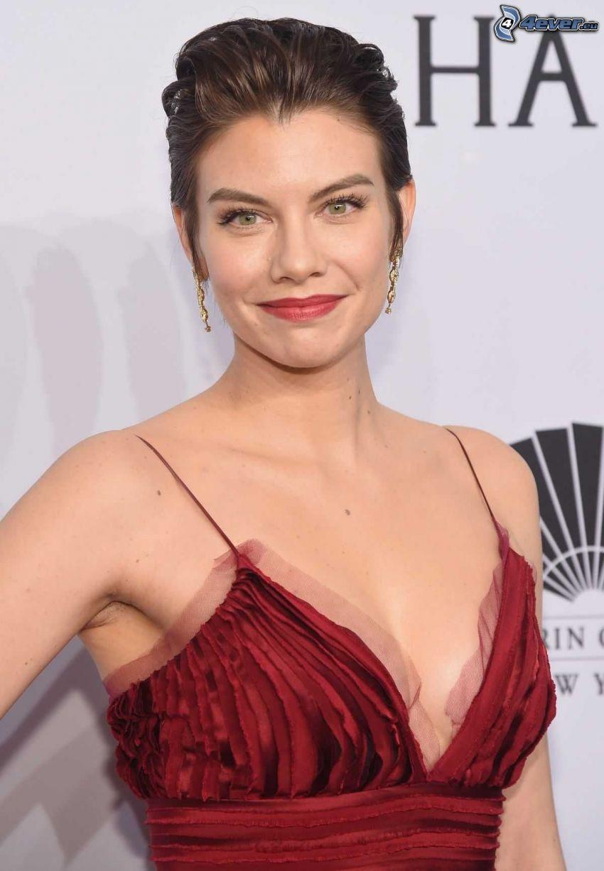 Lauren Cohan, vestido rojo