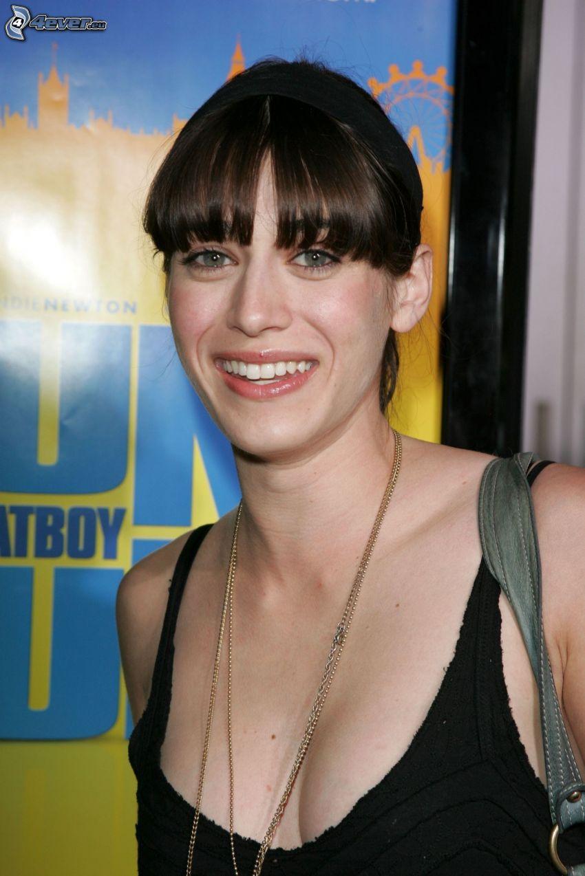 Lizzy Caplan, sonrisa