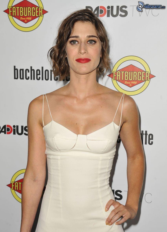 Lizzy Caplan, vestido blanco