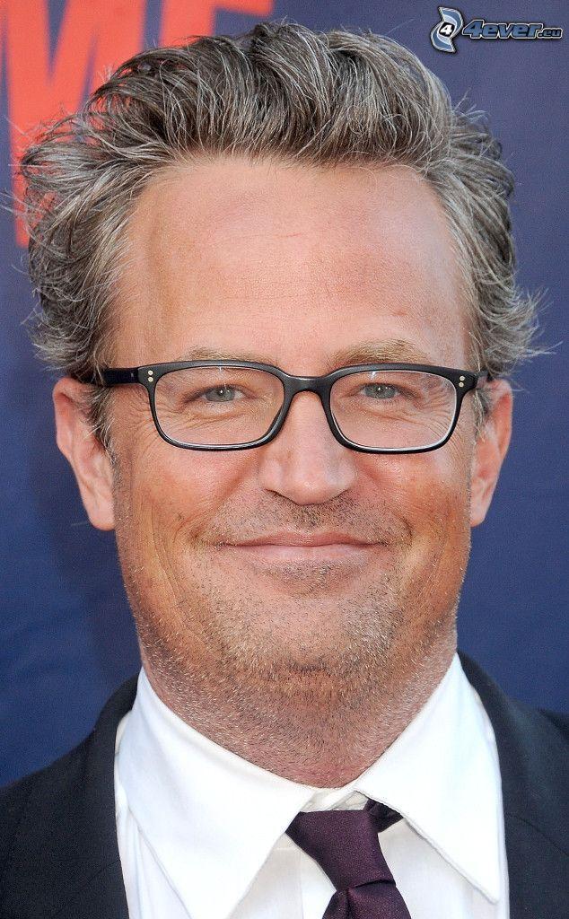 Matthew Perry, el hombre con las gafas