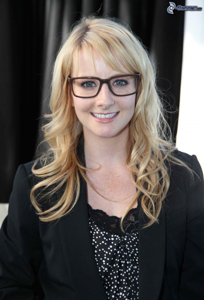 Melissa Rauch, sonrisa, mujer con gafas