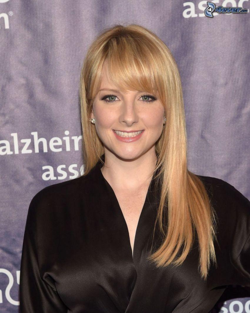 Melissa Rauch, sonrisa, vestido negro