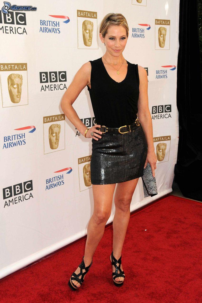 Meredith Monroe, falda negra