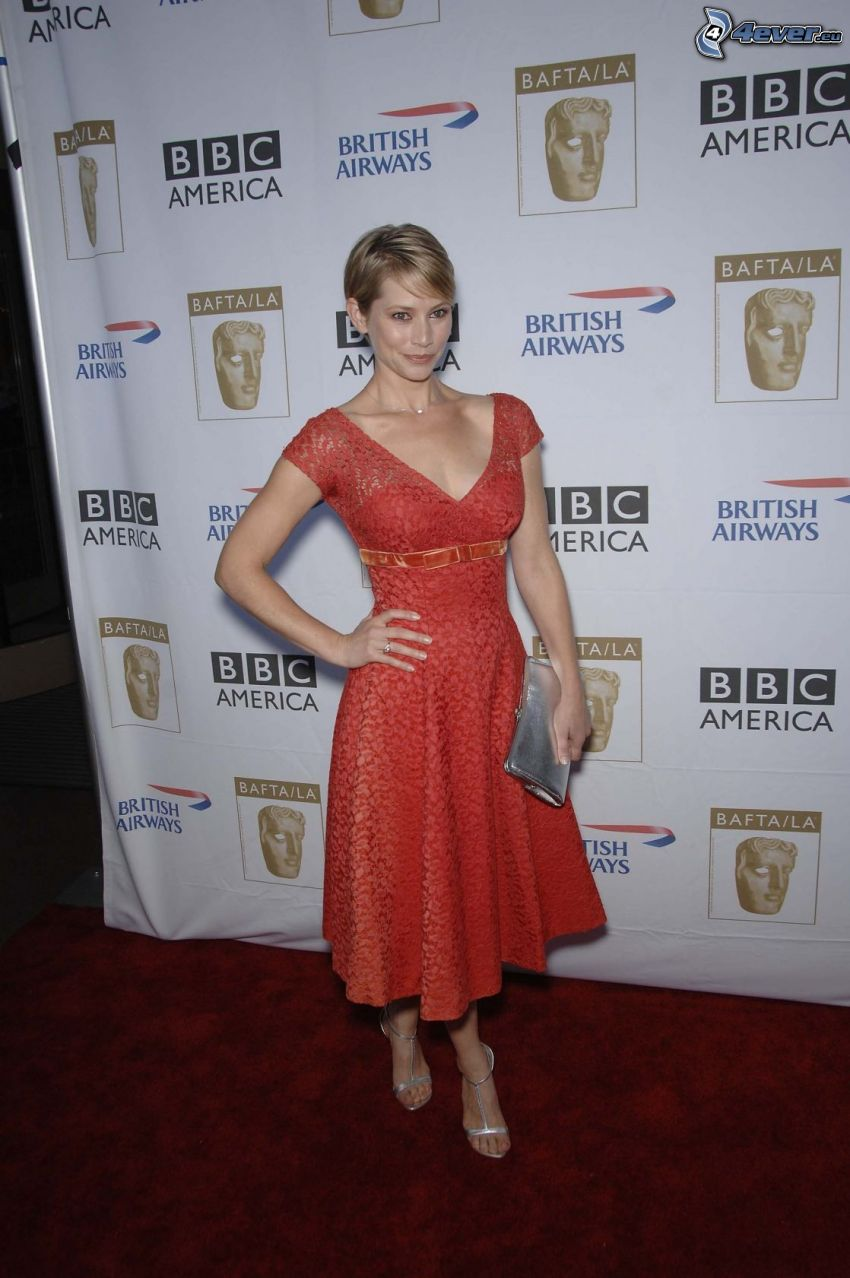 Meredith Monroe, vestido rojo