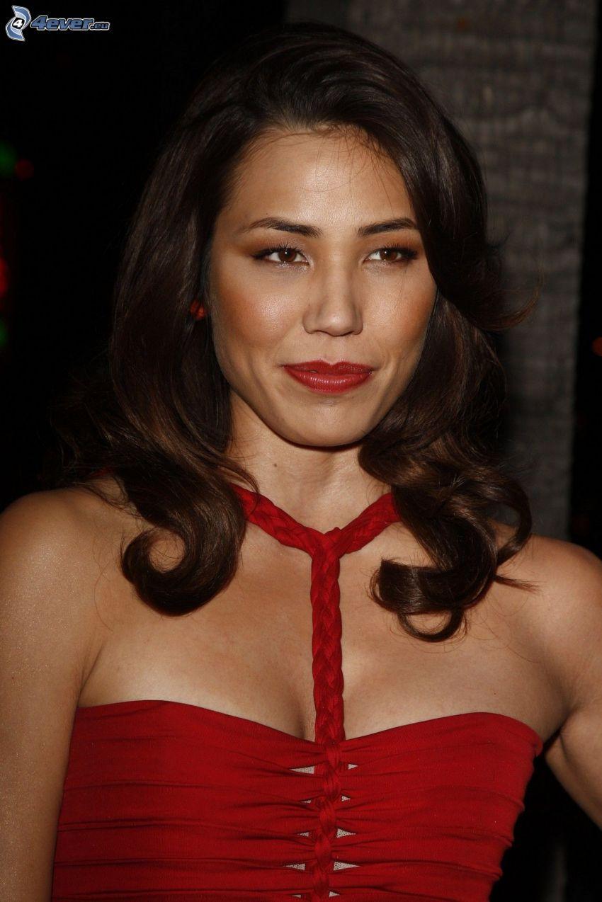 Michaela Conlin, vestido rojo