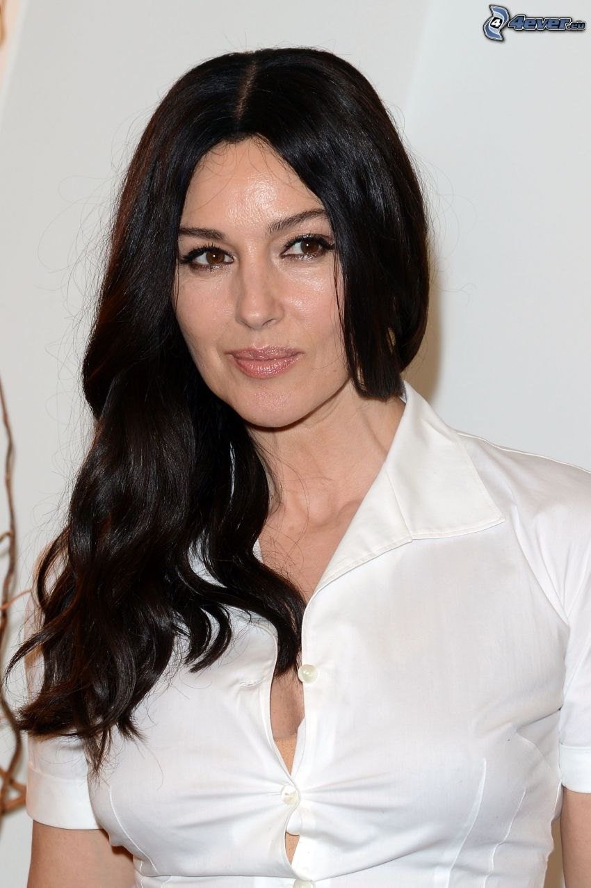Monica Bellucci, camisa blanca