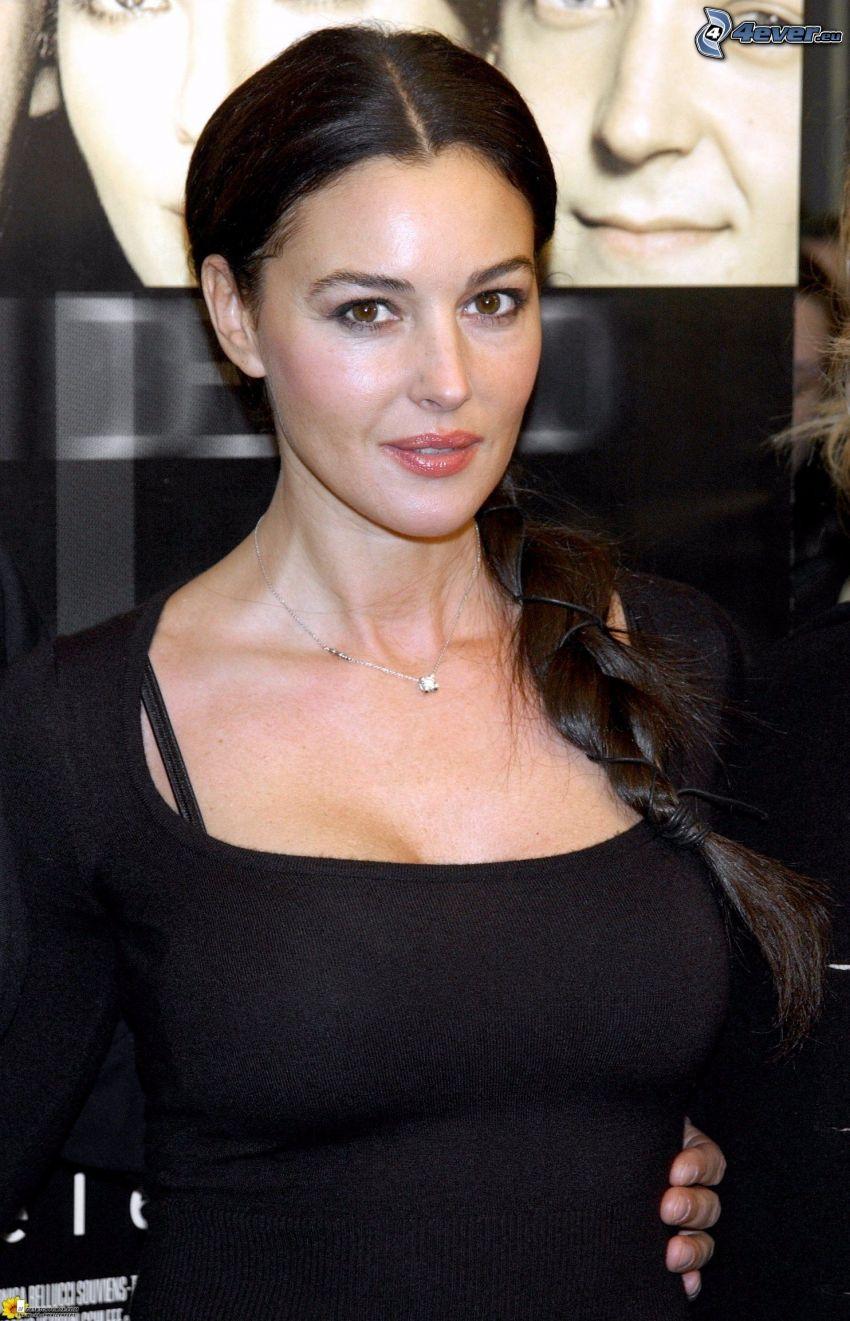 Monica Bellucci, suéter