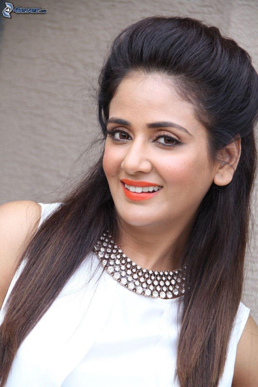 Parul Yadav, sonrisa
