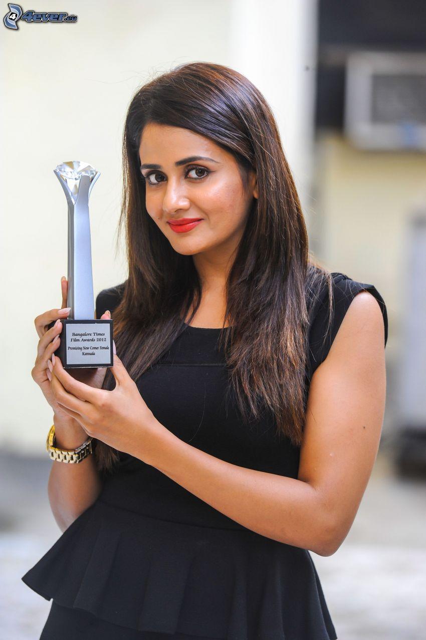 Parul Yadav, vestido negro, Premios