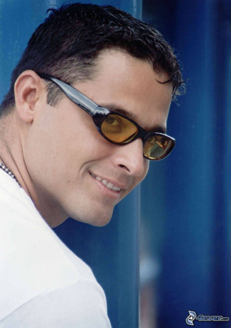 Ricardo Álamo, el hombre con las gafas, sonrisa