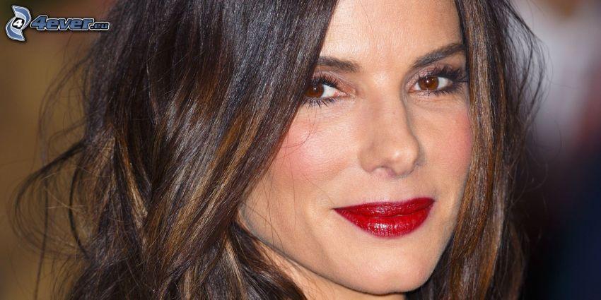 Sandra Bullock, labios rojos