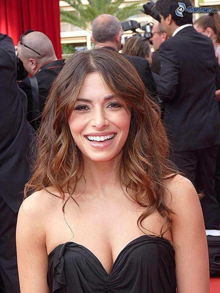 Sarah Shahi, risa