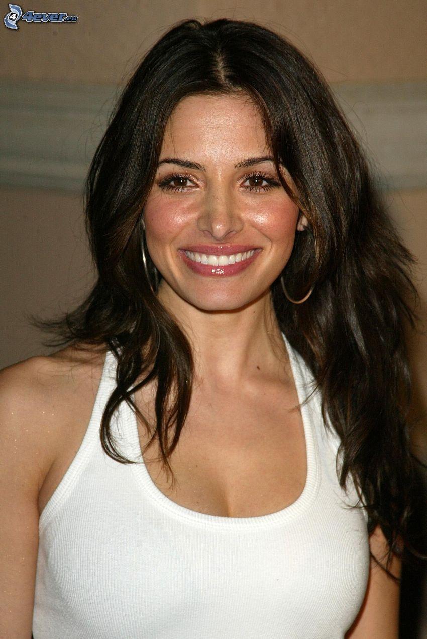 Sarah Shahi, sonrisa