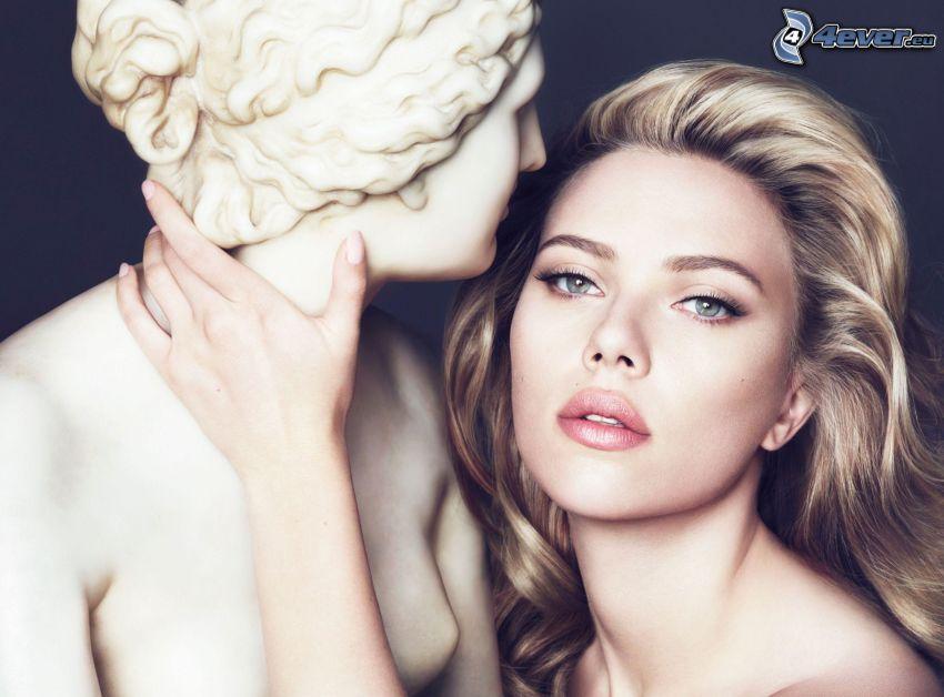 Scarlett Johansson, estatua
