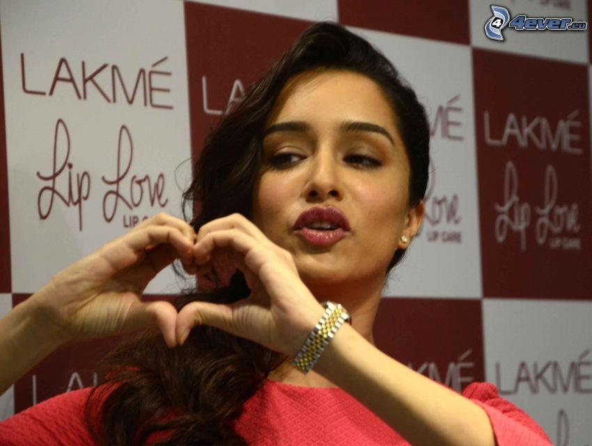 Shraddha Kapoor, corazón de las manos