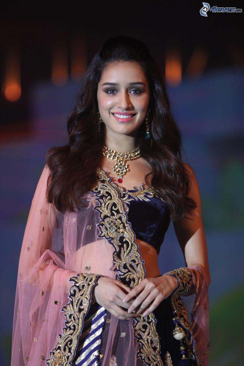 Shraddha Kapoor, sonrisa, vestido