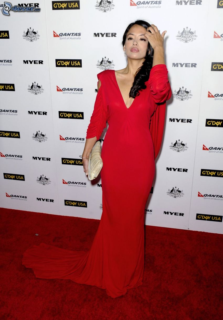 Stephanie Jacobsen, vestido rojo