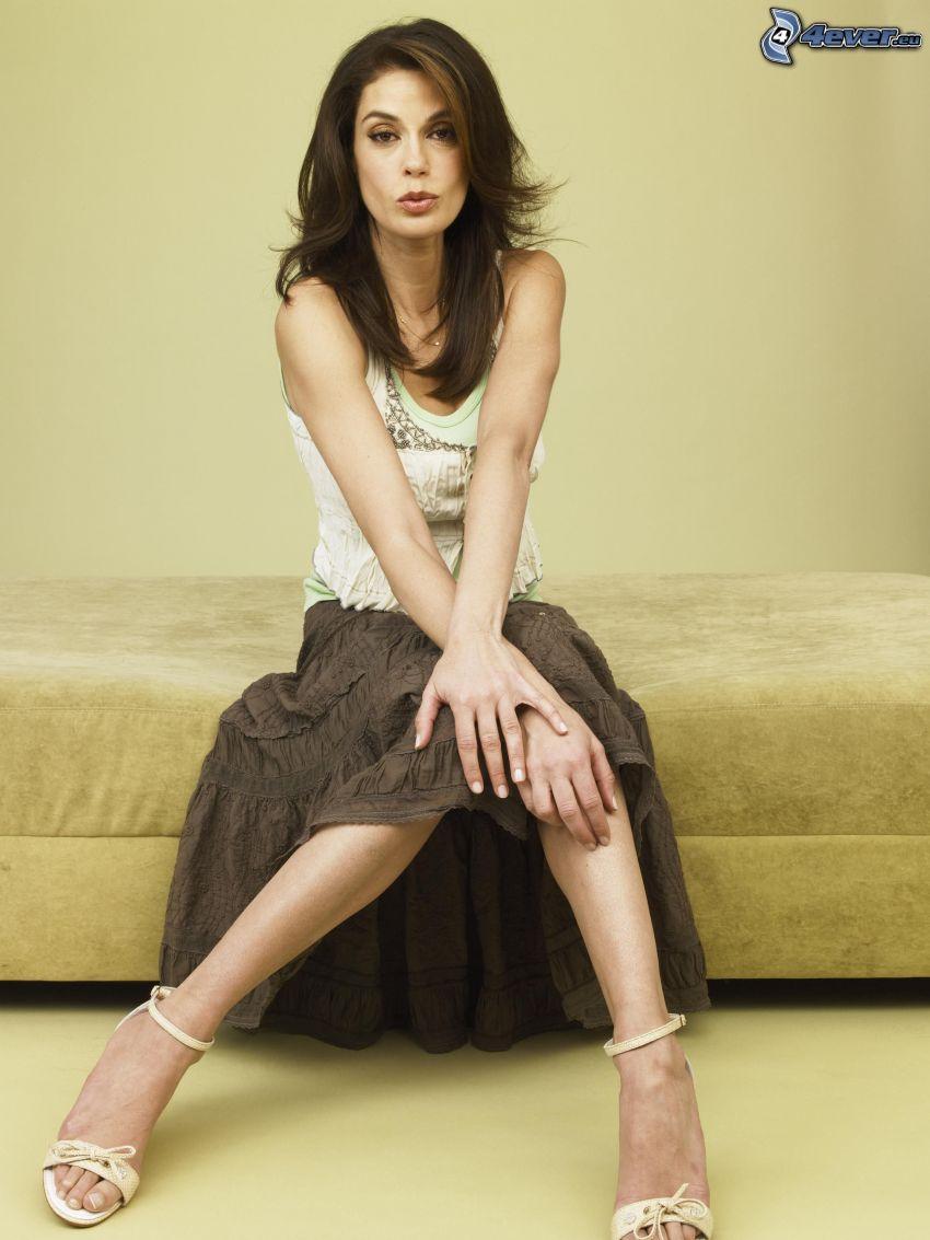 Teri Hatcher, mujer en el sofá
