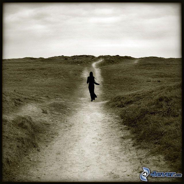 mujer en el camino, paisaje
