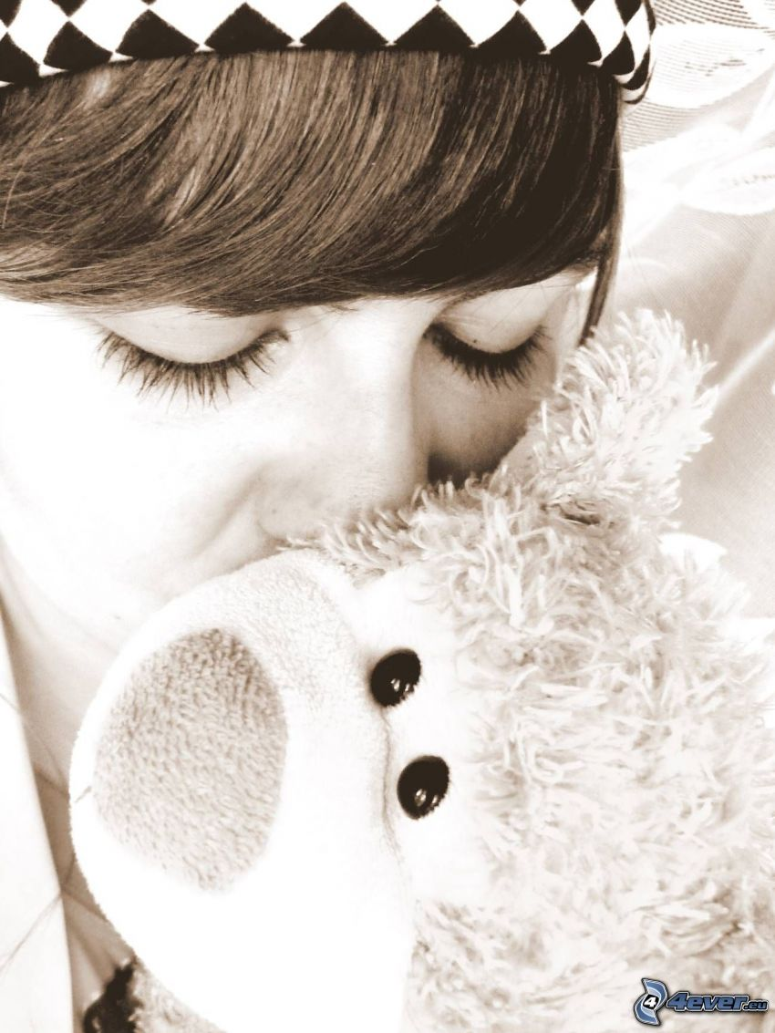 niña con un oso peluche, beso, cara