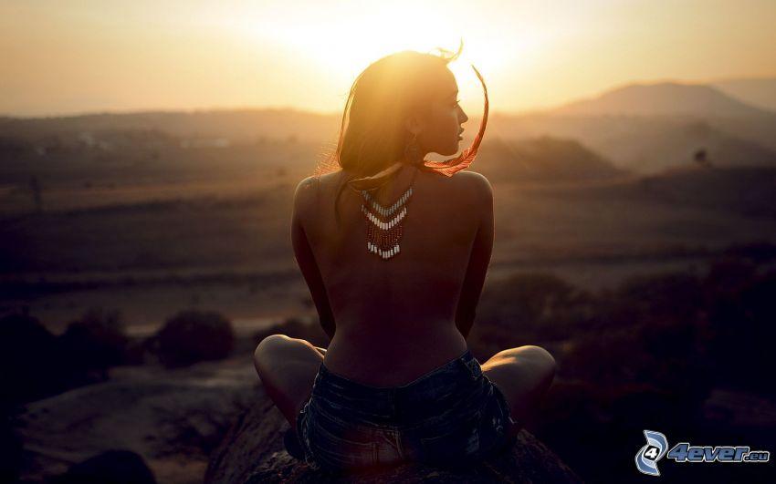 sexy indígena, semidesnuda mujer, puesta del sol, topless