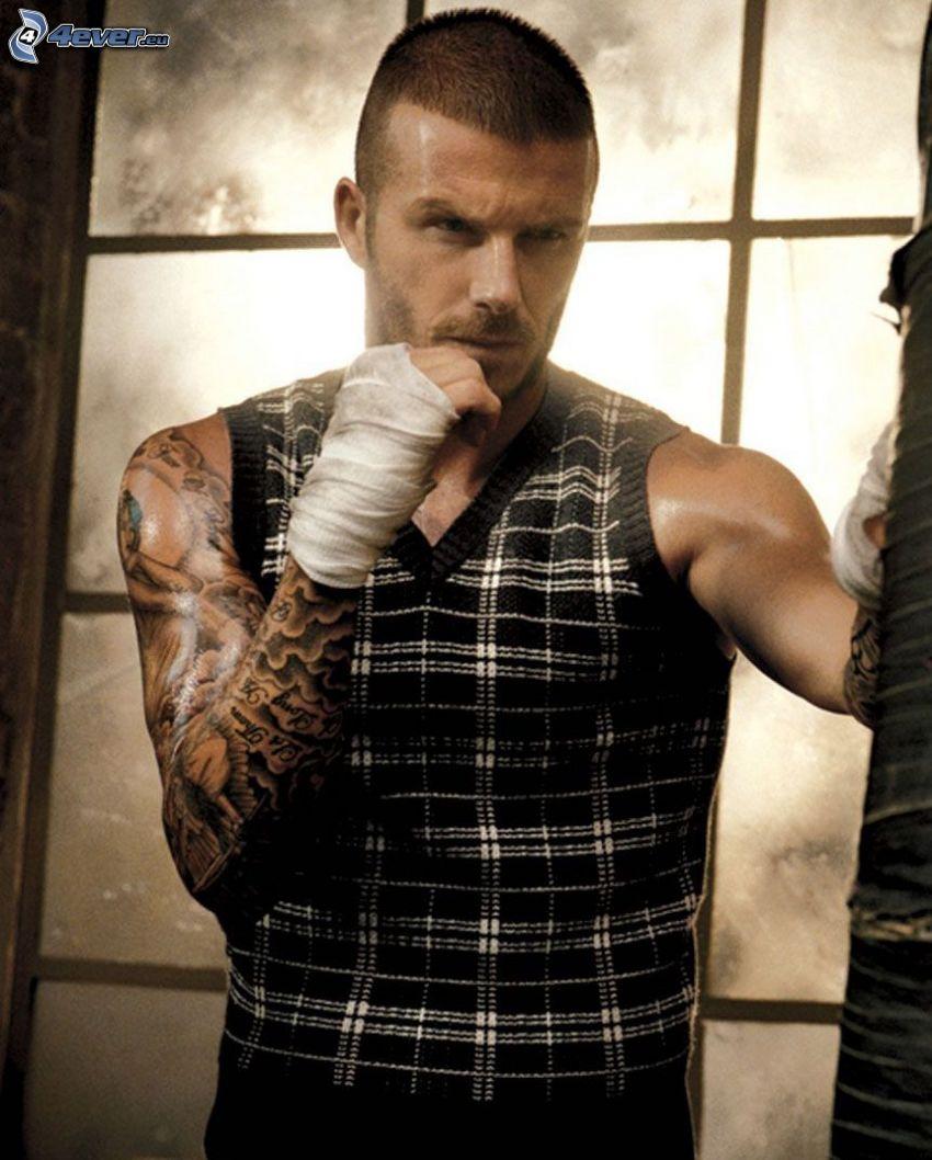 David Beckham, futbolista, tatuaje en la mano