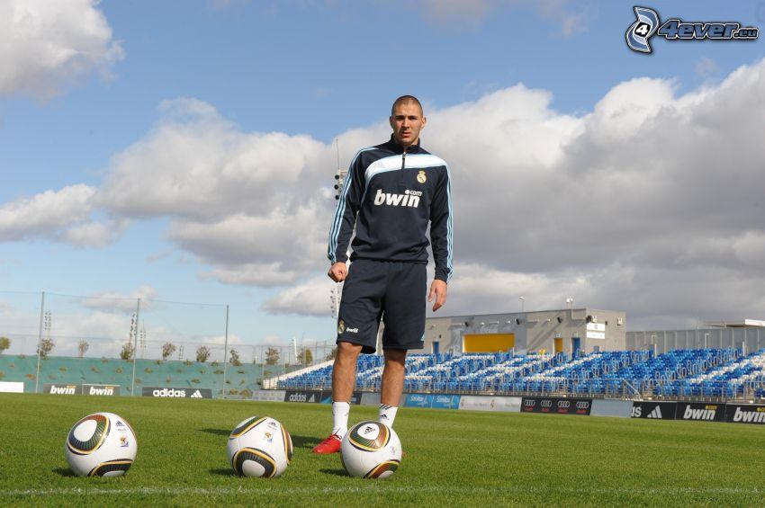 Karim Benzema, futbolista, balón de fútbol, campo de fútbol