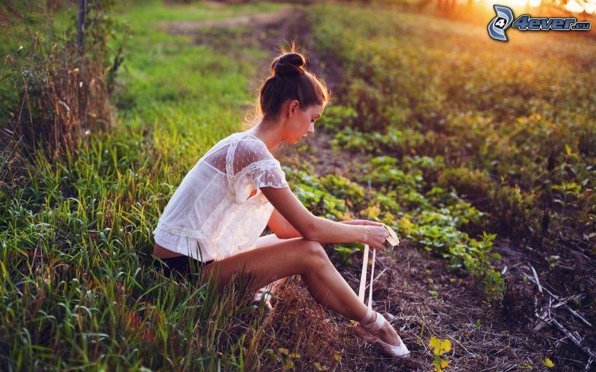 bailarina, hierba