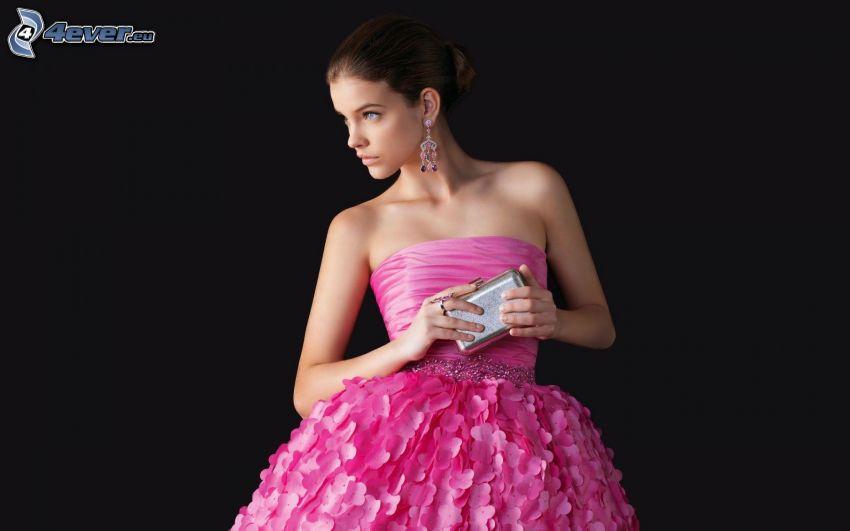 Barbara Palvin, modelo, vestido de color rosa